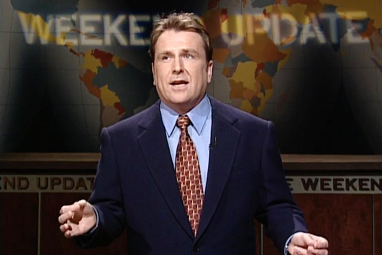 "WEEKEND UPDATE: HEADLINES FROM 11/21/98 On ""Weekend Update,"" Colin Quinn reports on the Clinton Impeachment hearings, a new Palestinian airport on the Gaza Strip, Dennis Rodman and Carmen Electra's marriage and Cracker Jack boxes containing expensive prize certificates. [Season 24, 1998] (screen grab) CR: NBC"